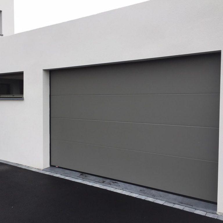 flandre alu menuiseries porte de garage en alu couleur grise