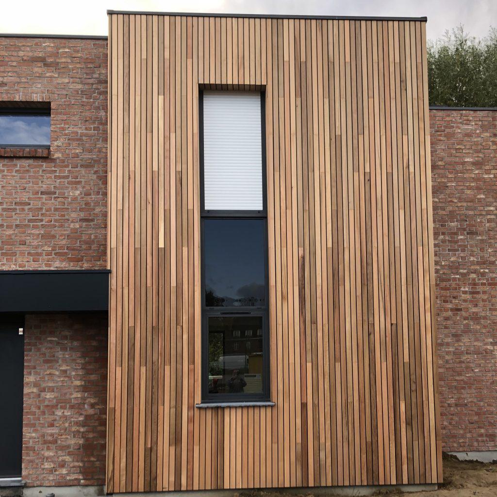 fenêtre fixe alu noir avec pourtour en bois